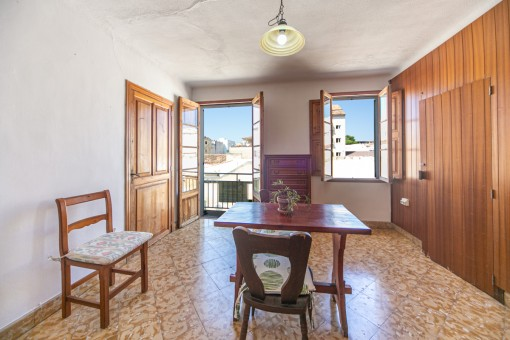 Fantastic apartment to refurbish in the heart of Cala Ratjada located just a few steps from the port