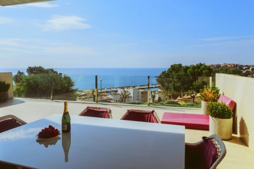 Exquisite 2-bedroom apartment with wonderful sea views over the bay of Cala Nova in San Augustin