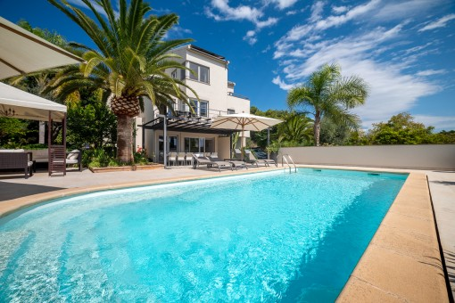 Modern, elegant villa with 2 separate guest apartments, with touristic rental licence, near to Son Vida