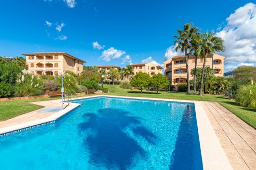 Bright garden apartment in a popular complex with pool in Port Andratx