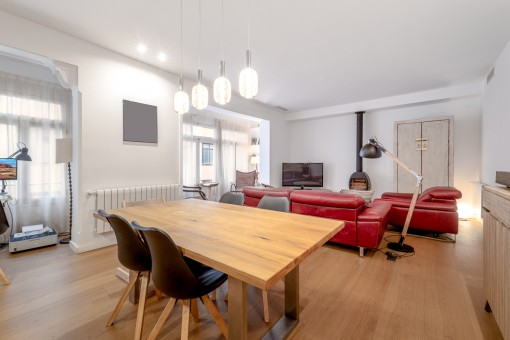 Bright, tastefully-renovated apartment with high-quality features in the centre of Palma