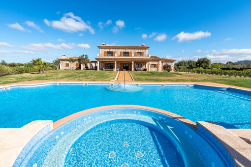 Exclusive natural-stone finca with...