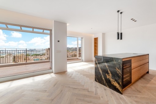 Elegant apartment with views over the Bay...